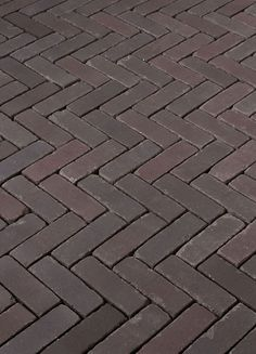 Terra Bolzano Antica - dikformaat gebakken klinkers - NIEUW in 2015! Brick Flooring, Green Carpet, Yard, Texture, Outdoor, Gardening, Lawn And Garden, Green Mat, Surface Finish