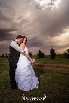 Photography Ideas, Wedding Photography, Cloudy Day, Great Photos, Wedding Pictures, Wedding Day, Weddings, Facebook, Wedding Dresses