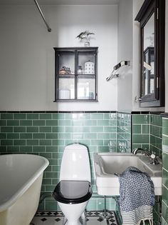 Top Online Home Decor Sites Small Basement Design, Small Basement Bathroom, Upstairs Bathrooms, Diy Bathroom Remodel, Bathroom Renovations, Bathroom Interior, Home Remodeling, Interior Paint, Retro Bathrooms