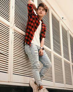 #riyaz#tiktokstar Cute Boy Photo, Photo Poses For Boy, Boy Poses, Male Poses, Mens Photoshoot Poses, Stylish Photo Pose, Crush Pics, Top Pic, Cute Boys Images