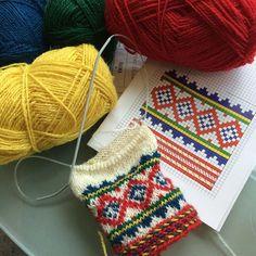 Knitting Socks, Knit Socks, Cross Stitch Designs, Mittens, Christmas Stockings, Holiday Decor, Instagram Posts, Threading, Fingerless Mitts