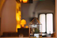 terariu-plante-suculente-filigorie-mare-figurina-greenarium Candle Sconces, Candle Holders, Wall Lights, Lighting, Interior, Vintage, Home Decor, Figurine, Geometry