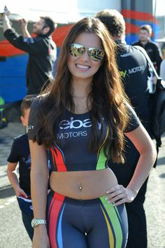 Grid Girls To Be Removed From This Seasons F1 And They're Not Happy About It! - ShareJunkies - Your Viral Stories & Lists