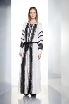 Reminding of the Romanian traditional dress is the BCBG Max Azria Pre-Fall 2012 collection inspiration Diy Fashion, Spring Fashion, Fashion Show, Fashion Design, Altering Clothes, Max Azria, Fabulous Dresses, Bcbgmaxazria Dresses, Spring Trends