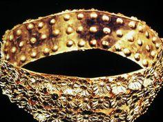 Gold crown from Nimrud - Queens' tombs II -