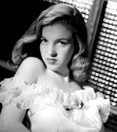 Young Marilyn Monroe 1946