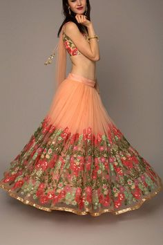 Looking for some wedding resort wear outfits on a budget? Check out these gorgeous Lehengas Resort Wedding that are perfect for a 2018 wedding. Dress Indian Style, Indian Dresses, Indian Outfits, Indian Clothes, Ethnic Outfits, Ethnic Dress, Boho Outfits, Dresses To Wear To A Wedding, Bridal Dresses