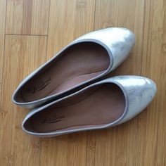 Lucky Brands flats Distressed gold flats. Loved but still in good condition. Please refer to pictures Lucky Brand Shoes Flats & Loafers