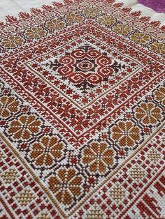 Folk Embroidery, Cross Stitch Embroidery, Embroidery Patterns, Stitch Patterns, Cross Stitch Letters, Cross Stitch Flowers, Modern Cross Stitch, Cross Stitch Designs, Palestinian Embroidery