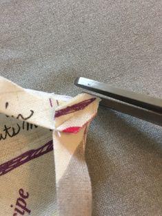 給食ナフキン(ランチョンマット)を額縁縫いで仕上げる方法|ハンドメイドで楽しく子育て handmadebycue.com Reusable Tote Bags, Japanese, Blog, Japanese Language