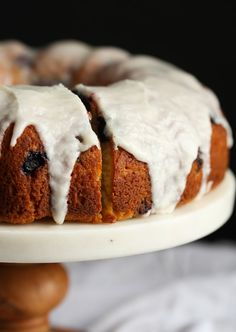 I made this Sour Cream Blueberry Bundt Cake over the weekend and couldn't wait to share the recipe! It's CRAZY moist, soft & loaded with fresh blueberries! Best Dessert Recipes, Fun Desserts, Delicious Desserts, Breakfast Recipes, Scone Recipes, Pastry Recipes, Cream Recipes, Dessert Ideas, Yummy Recipes