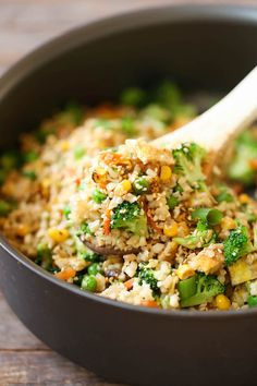 Gonna try it. 10 Minute Healthy Cauliflower Rice - An amazingly healthy twist on takeout fried rice but you can't even tell the difference. So EASY to make too! Best Cauliflower Rice Recipe, Cauliflower Fried Rice, Cauli Rice, Cauliflower Cheese, Rice Recipes, Vegetarian Recipes, Dinner Recipes, Healthy Recipes, Vegetarian Lunch