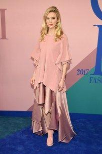 2017 CFDA Fashion Awards - Arrivals CFDA 2017 é terreno livre para ousadias fashion. Aos looks da noite! https://donaelegancia.wordpress.com/2017/06/06/cfda-2017-e-terreno-livre-para-ousadias-fashion-aos-looks-da-noite/