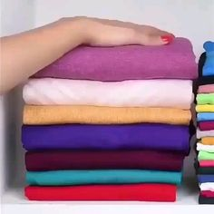 Fold up! And watch these clever folding hacks! Diy Organisation, Laundry Hacks, Clothing Hacks, Useful Life Hacks, Diy Home Crafts, Saving Ideas, Getting Organized, Sewing Hacks, Tricks