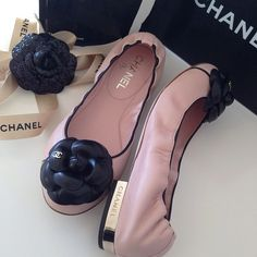 some day hope to have some Chanel Zapatos Shoes, Shoes Sandals, Chanel Fashion, Fashion Shoes, Cute Shoes, Me Too Shoes, Fashion Mode, Dream Shoes, Beautiful Shoes