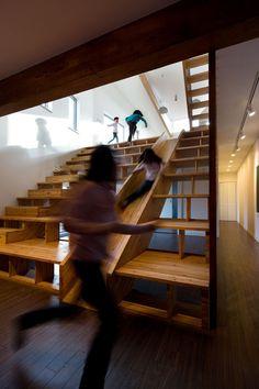 Epic Indoor Slides -- spiral staircase+slide=a must Stair Slide, Indoor Slides, Escalier Design, Beautiful Stairs, Steps Design, Design 24, Creative Design, Modern Stairs, Design Seeds