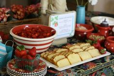 The list of ingredients from this strawberry shortcake food station will have you drooling: strawberries, mini chocolate chips, sliced almon. Chocolate Fudge Sauce, Mini Chocolate Chips, Chocolate Lovers, Buffet Dessert, Dessert Bars, Party Buffet, Wedding Food Bars, Wedding Cake, Strawberry Shortcake Birthday