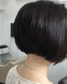 A bob haircut is a reasonably decent and relatively low-maintenance solution for fine hair. feines haar pflegeleicht 30 Short Bob Hairstyles Ideas in 2019 - Street Style Inspiration Bob Hairstyles For Fine Hair, Layered Bob Hairstyles, Short Bob Haircuts, Hairstyles Haircuts, Thick Hair Bob Haircut, Hairstyles Videos, Short Grunge Hair, Short Hair Cuts, Bobs For Thin Hair