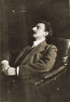 Lukács na escuridão da sua biblioteca em 1913