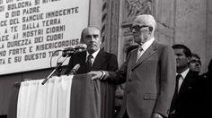 Renato Zangheri accanto all'allora presidente della Repubblica Sandro Pertini ai funerali della strage alla stazione di Bologna