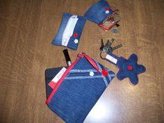 Complementos para el bolso en tela vaquera.