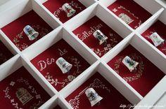 """cabinet thimbles, thimbles collection, cross-stitch Véronique Enginger Boite de collectionneuse """"Mes plus beaux dés"""" from the magazine De fil en aiguille (DFEA) Carnet de broderie 03"""