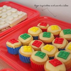 These cupcakes would probably be easier than a full cake. Easier mess to clean up from preschoolers as well! #LegoDuploParty