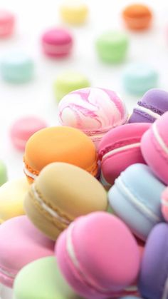 """Find and save images from the """"Macarons"""" collection by Mercede Lynn on We Heart It, your everyday app to get lost in what you love. Macaron Fimo, Macaron Wallpaper, Cute Food Wallpaper, Pastel Candy, Rainbow Food, Fashion Wallpaper, Cute Desserts, Pretty Wallpapers, Bmw Wallpapers"""