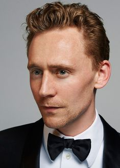 Tom Hiddleston photographed by Charlie Gray in 2013. Source: Torrilla (https://m.weibo.cn/status/4188917495824765#&gid=1&pid=4 ). Enlarge image (UHQ): https://wx3.sinaimg.cn/large/80336770gy1fmt7kgkkafj21kw1aw491.jpg