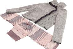 Lana cotta (e collo alto), in grigio e in rosa. Uno dei nostri abbinamenti preferiti.   #AgathaCri #lanacotta #sciarpa #cuffia #grigio #rosa