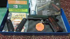 Nueva arma de Don Zacarías, en el momento de desembalarla.
