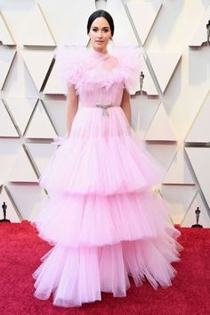 Kacey Musgraves Is a Cotton Candy Dream at the Oscars If you don't know the country singer yet, her winning red carpet looks are proof it's time to learn. For the 2019 Oscars, Musgraves wore Giambattista Valli Couture. Jennifer Hudson, Christian Siriano, Regina King, Helen Mirren, Thom Browne, Elie Saab, Modelo Ashley Graham, Tom Ford, Best Oscar Dresses
