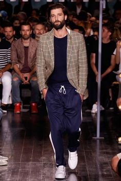Having viewedall of the menswear collections for Spring Summer 2016there is a definite focus on comfortable fashion. From baggy trousers to pajama suits and informal outerwear, here are my predic…