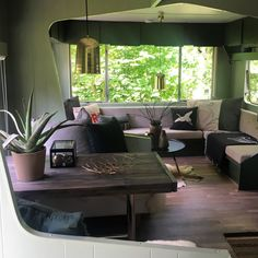 Neutraal testgebied - Caravanity | happy campers lifestyle Happy Campers, Remodeling Mobile Homes, Home Remodeling, Rv Living, Tiny Living, Travel Trailer Decor, Caravan Makeover, Trailer Interior, Modern Tiny House