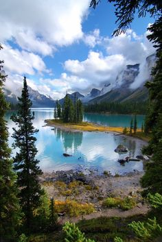 Maligne Lake, Jasper National Park, Alberta, Canada. Been years since I've been here. Absolutely spectacular!