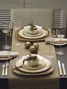 Tischdeko weihnachten gold  Spätsommer - gedeckter Tisch im Garten. Bügelfreie Tischdecke von ...