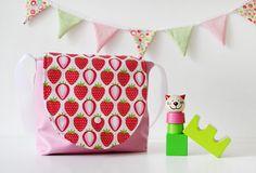 Kindergartentasche mit Erdbeeren