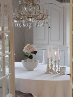 Majestic traded shabby chic dining room decor try this website Shabby Chic Dining Room, Shabby Chic Fabric, Shabby Chic Cottage, Shabby Chic Homes, Shabby Chic Decor, Romantic Cottage, Cottage Style, Vintage Light Fixtures, Romantic Homes