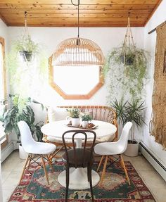 Love this bohemian dining room interior design - just look at that mirror and rug! My Living Room, Home And Living, Living Spaces, Boho Home, Estilo Boho, My Dream Home, Decoration, Interior And Exterior, Room Interior