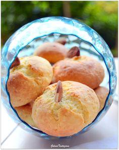 Ciao a tutti!!! Oggi vi offro dei buonissimi biscottini con la ricotta e le mandorle, ideali per la colazione, la merenda e...