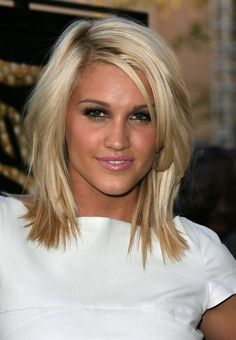 Ashley Roberts Layered Hairstyle for Medium Length Hair
