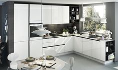 Lacquered linear kitchen with integrated handles by SieMatic Kitchen Furniture, Kitchen Interior, Kitchen Cabinet Design, Kitchen Cabinets, Studio Kitchen, Kitchen Collection, Cuisines Design, Minimalist Kitchen, Large Windows