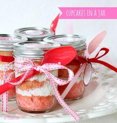 Hi Sugarplum | Pink Ombre Cupcakes in a Jar