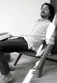 Diego Luna photographed by Carlotta Manaigo for L'Uomo Vogue Diego Luna, Beautiful Boys, Gorgeous Men, Beautiful People, Raining Men, Attractive Men, Man Crush, Handsome Boys, Celebrity Crush