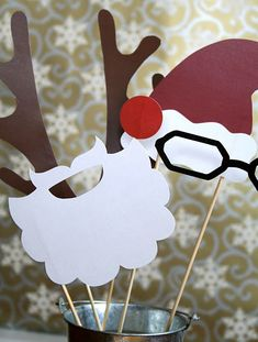 xmas photo booth props. We could make these when you come home at Thanksgiving and you would have them for your Christmas party.