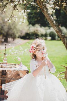 flower girl ideas. precioso para una damita o pajecita