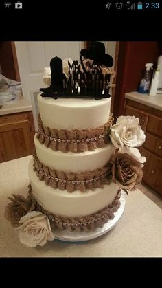 Western wedding cake. I don't like the topper, but the burlap is kind of cute.