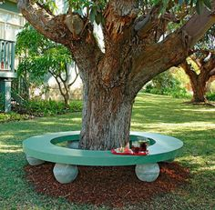 How to make a seat around a tree Tutorial. This would be great for an outdoor party setting area.
