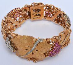 Pulseira em ouro 18k 750ml em formato de parreira e cachos de uva com diamantes e rubi.