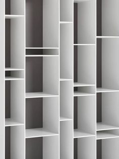 New colours and modules for the Random bookcase. An ideal piece allowing for modern, large-scale configurations. Find out all about its features.